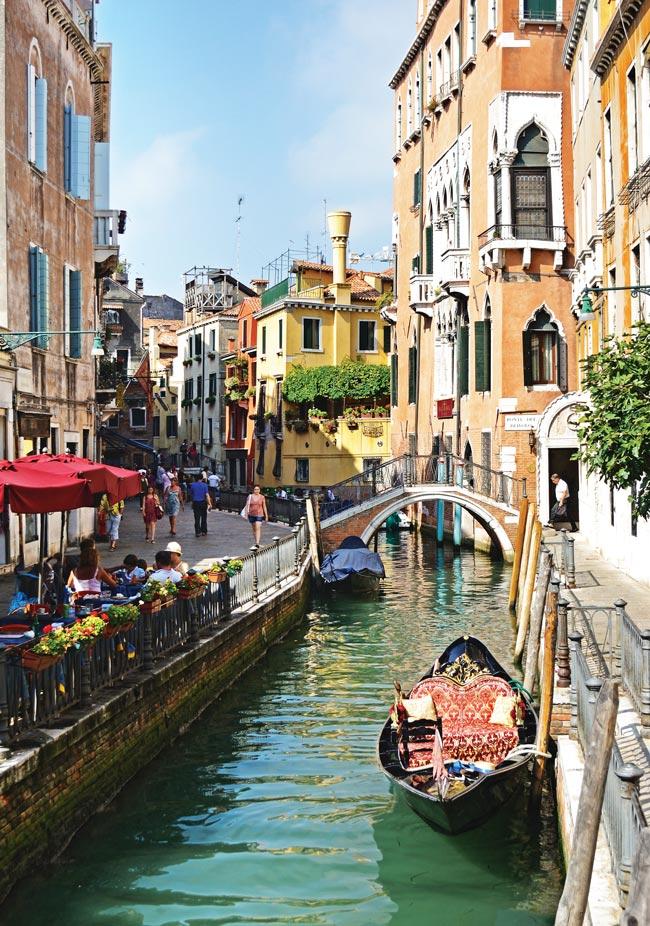 Italy-Venice-Santa-Maria-della-Salute-Gondola-Piazza-San-Marco-Carnevale-Venice-_06